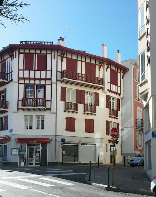 La Façade (typique Basque) de la résidence ERDIAN