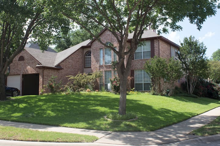 5 Bedroom 3 Bath, Office &  2 conversation areas - Grapevine - Casa
