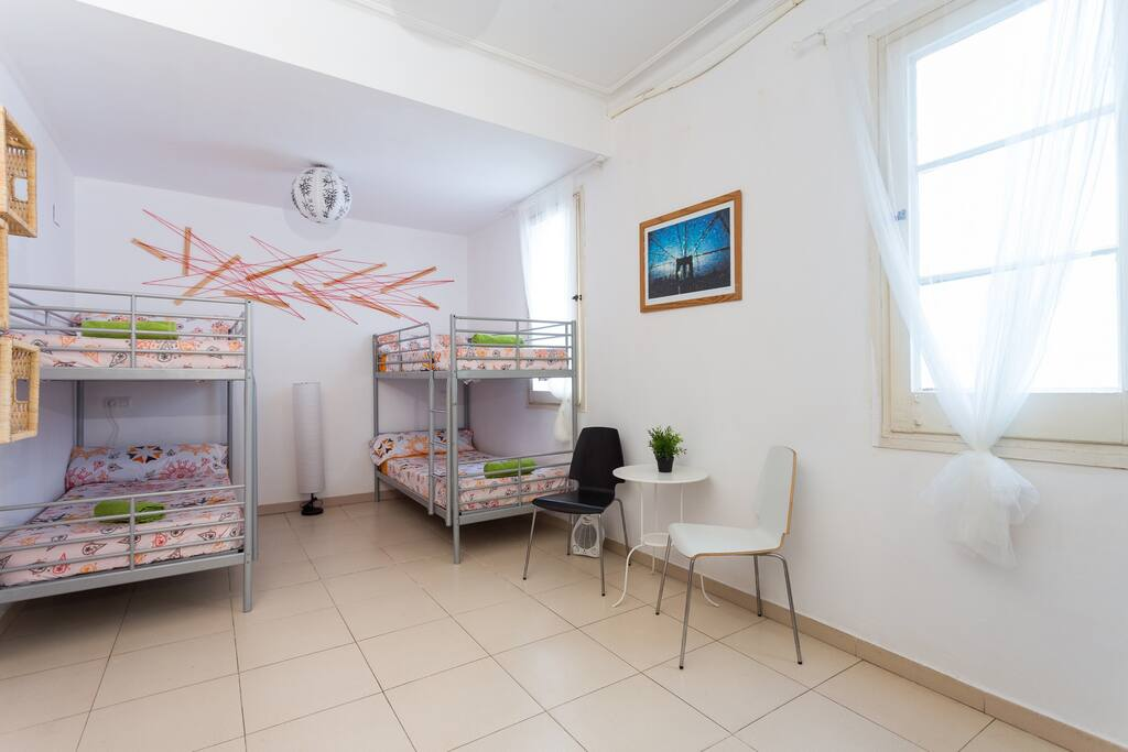 Central room with 5 beds and private bathroom chambres d - Chambre d hote barcelone centre ...