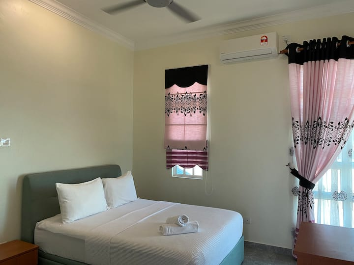 Double room with partial sea view.