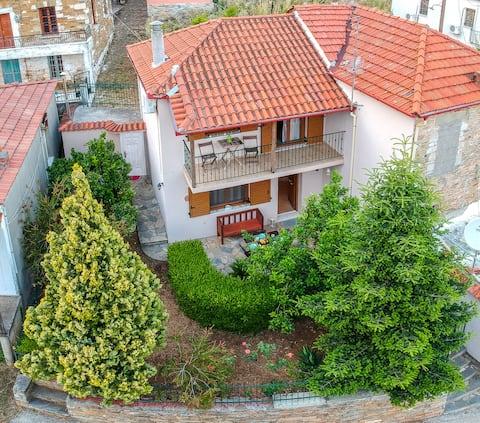 Mala kuća s vrtom i pogledom