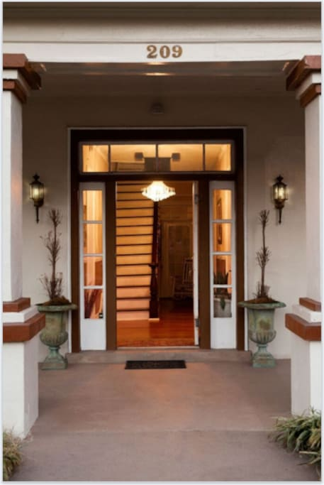 Charming HIstoric House Entrance