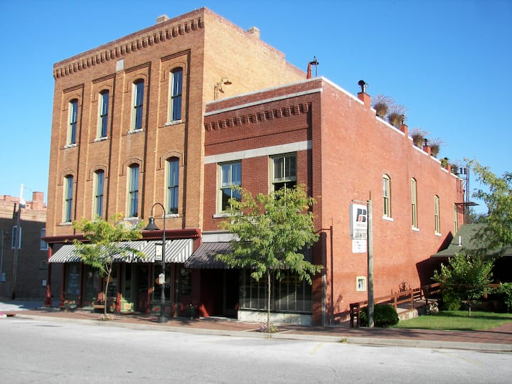 Luxury Loft on Historic Ozark Square