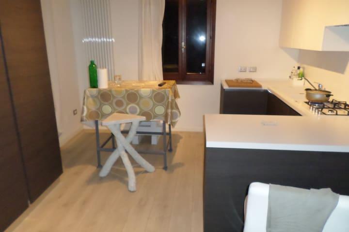 camera singola - affittasi - Castello di Godego - Apartemen