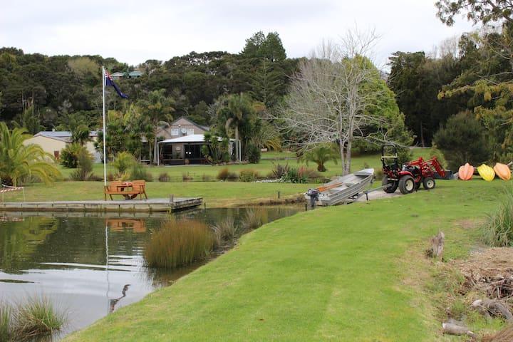 Paihia Waterfront Lodge