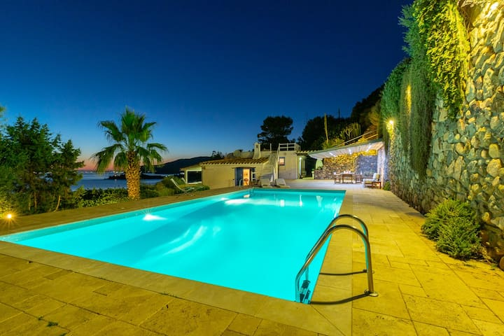 Villa Ambra - Luxurious villa 150 meters from sea