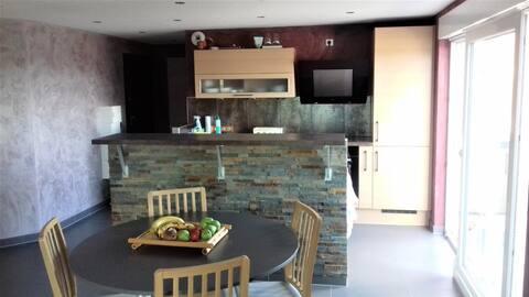 Duplex au 2ème étage d'une résidence paisible.