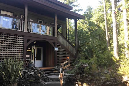 Forest Suite Retreat; Hot Tub, Sauna, Pet Friendly