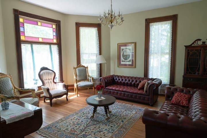 Commodore Inn Living Room