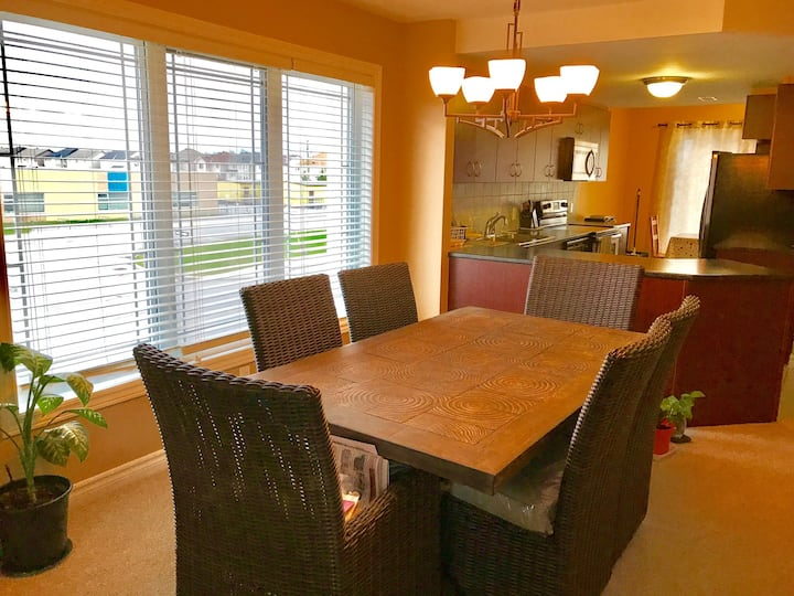Spacious 2-Bdrm 2.5 bath house with free parking
