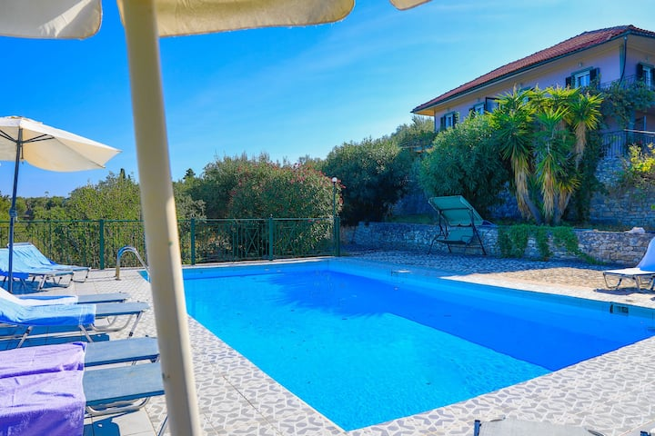Antigoni Villa Dio: Shared pool, stunning views