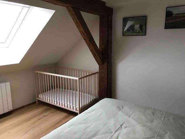 Lit bébé dans chambre 3
