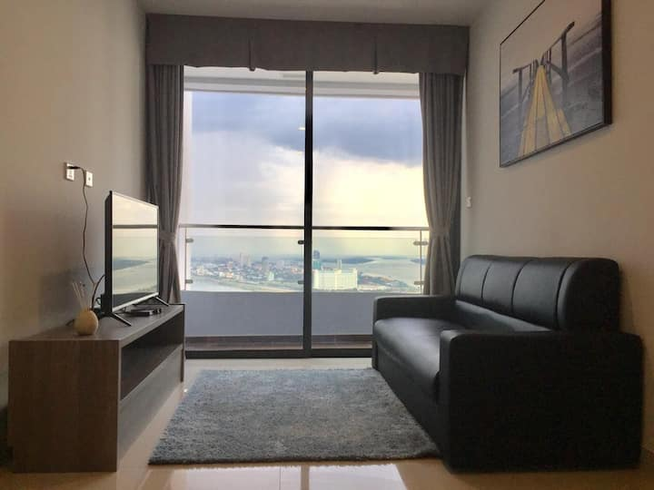 1BR Heart of City, Best Location(Spacious & Clean)