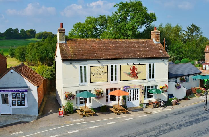 The Old Red Lion, Tetsworth - Tetsworth - Bed & Breakfast
