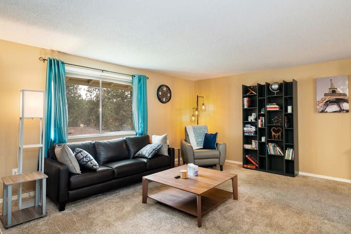 Comfy House 10 Minutes from Downtown