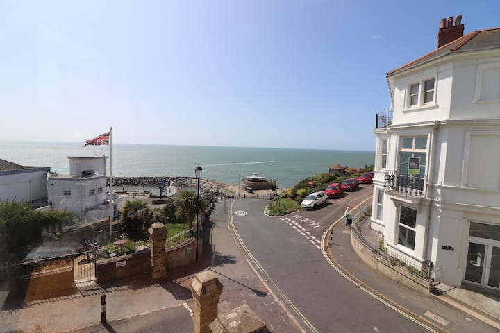 Boutique Apartment overlooking Ventnor Bay