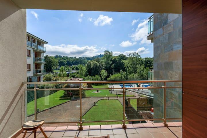 Espectacular terraza con vistas y 2 piscinas