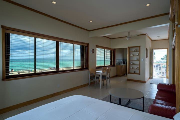 8.3 yards(7.6 meter) from the beach - Sunny Isles Beach - Flat