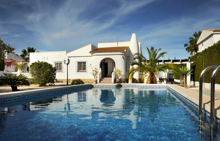 Lovely 4 Bed 3 Bath villa with a private pool