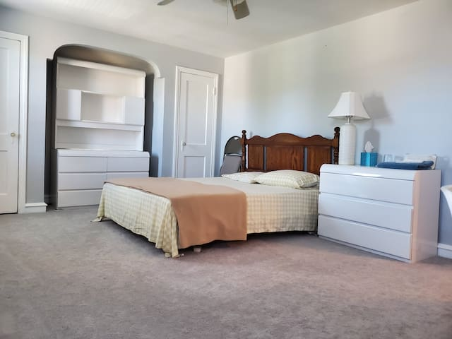 Fully Furnished Room 3 with WiFi, Laundry, Parking