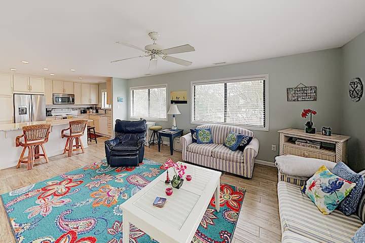 New Listing! Caswell Dunes Condo by the Beach
