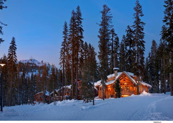 Sugar Bowl Slope side Ski Chalet - Truckee - Casa