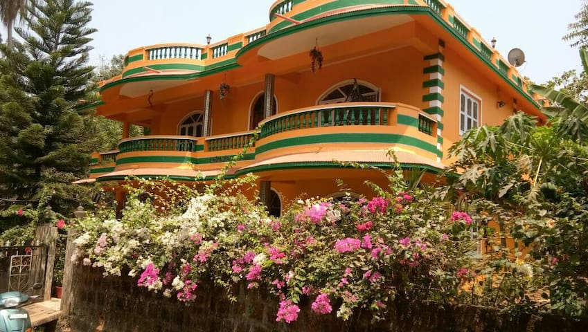 6bhk villa with lakeview in carambolim, north goa