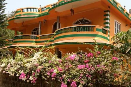 Lakeview da villa  6bhk n 3bhk bunglow - Corlim - บังกะโล