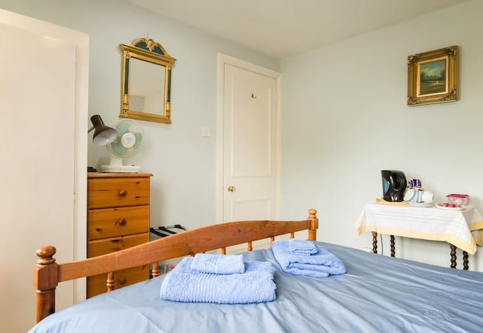 Generous suite in characterful home close Oxford