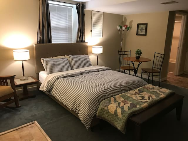 Neighborhood Nook- Private Master  Suite Near DT