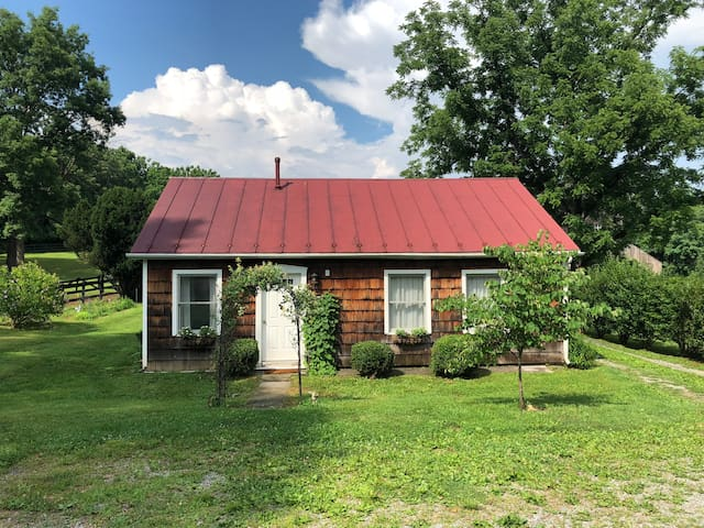 Cottage on Horse Farm close to town (10 minutes)