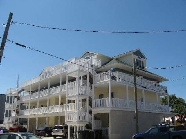 2blks walk to beach, boardwalk and convention cent