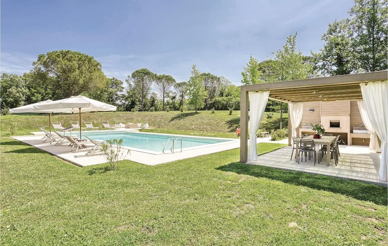 Holiday cottage with 5 bedrooms on 400 m² in Fauglia (PI)