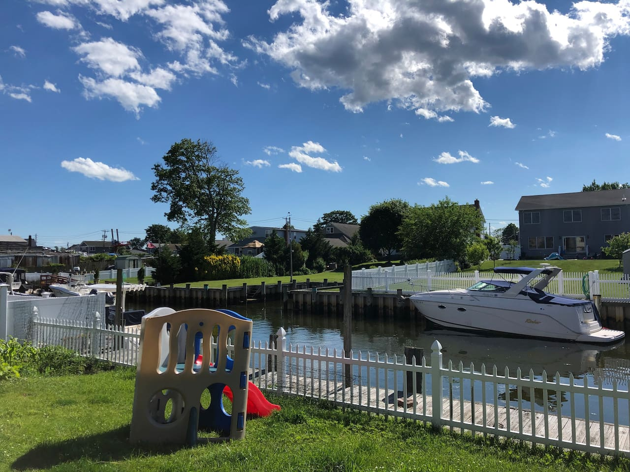 This is our waterfront, perfect to dock your boat while you stay with us or to partake in water activities! Kayaking anyone? We have a kayak for rent during your stay!