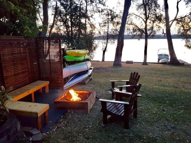 Chilling Lakeside on Lake Macquarie