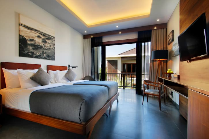 Pool View Boutique Room Near Merta Sari Beach
