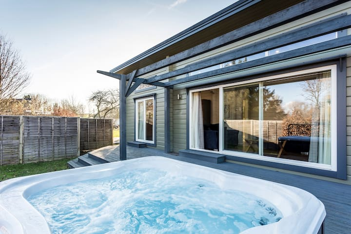 Luxury Hot Tub Lodge at Roydon Marina Village