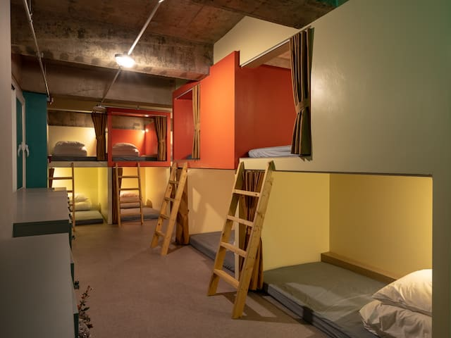 울라봉 호스텔 1 ( 캡슐호텔, 2층 침대, 여성전용 )