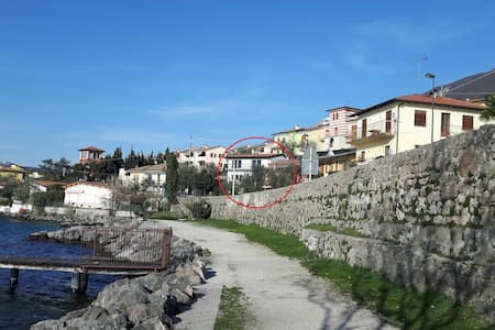 Mansarda con balcone a due passi dal lago (2)