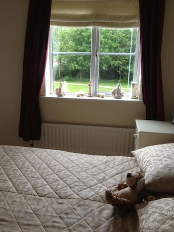 HAVEN OF PEACE DOUBLE ROOM/ENSUITE - Burntwood - Ev
