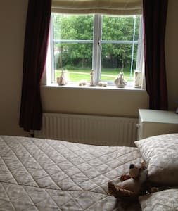 HAVEN OF PEACE DOUBLE ROOM/ENSUITE - Burntwood - Casa