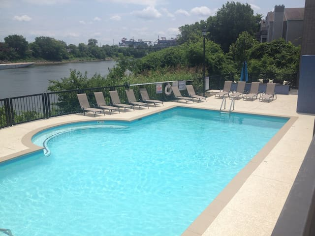 Downtown Nashville Riverfront Condo with Pool