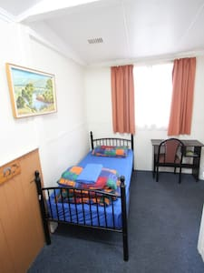Single Room - Bunbury - Bed & Breakfast