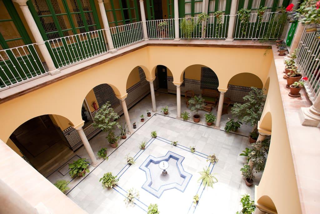 Vistas desde el apartamento, precioso patio estilo árabe