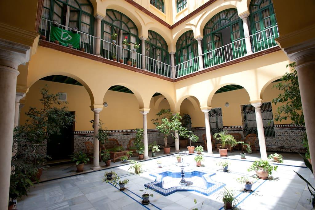 Casa palacio 30 apartments en alquiler en for Alquiler de casas en brenes sevilla