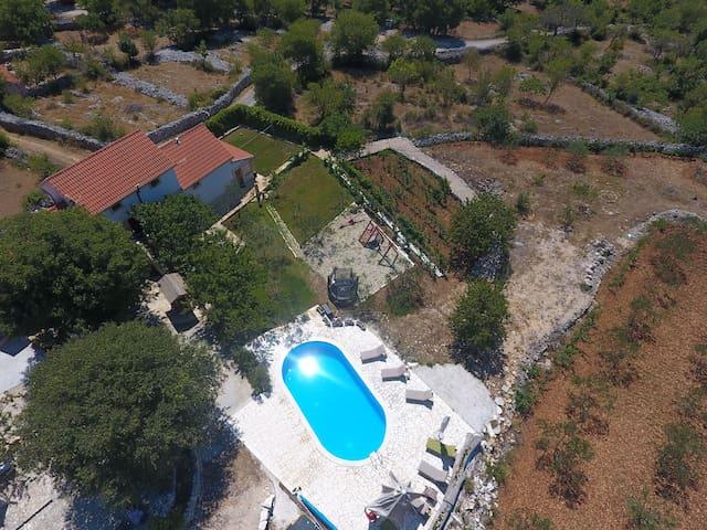 Heritage Villa HEAVEN for 14, n.Trogir,heated pool