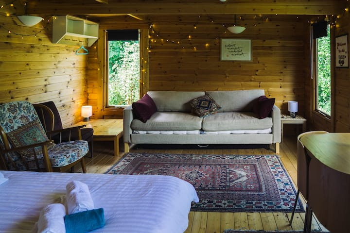 Cosy secluded eco cabin near Brighton