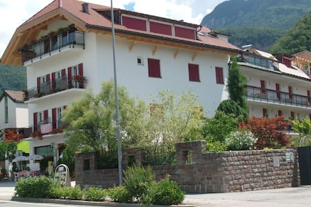 Pension Flora** Ora\Auer Sùdtirol - Ora - Bed & Breakfast
