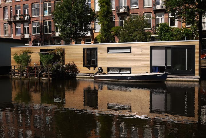 Modern and spacious houseboat