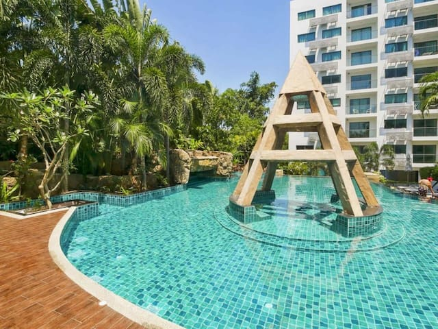 2 bedrooms Private beach. Club Royal pattaya